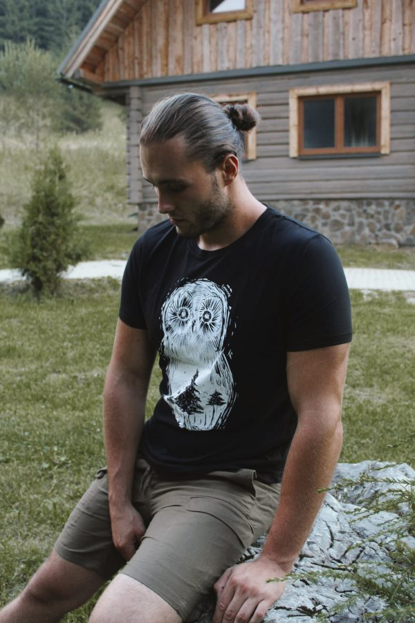 "Unisex čierne organické tričko ""Sova lesná"""